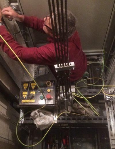 Instal·lació de toma de terra inexistent pels ascensors